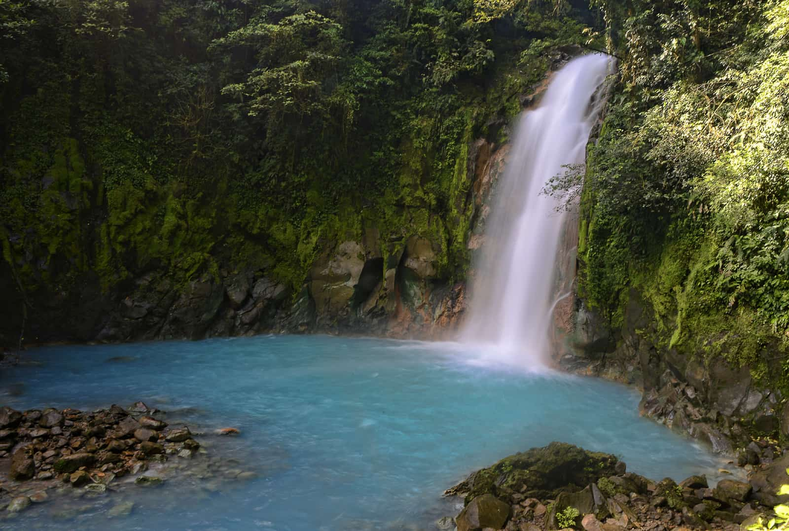 The Blue Waters Of Costa Rica S Río Celeste Mystery Solved