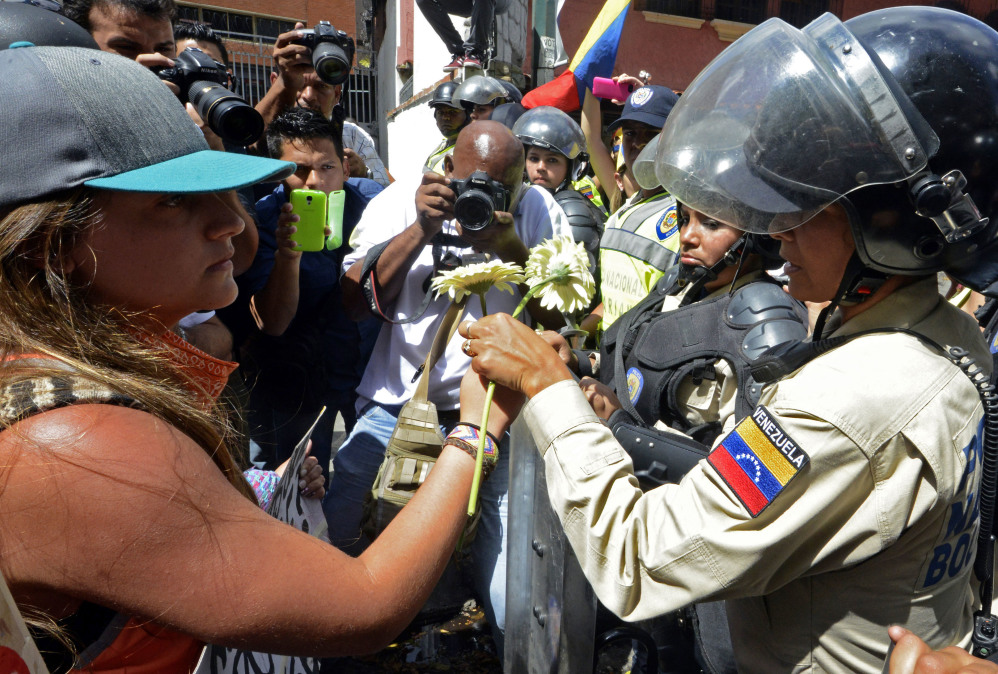 http://www.ticotimes.net/wp-content/uploads/2014/02/140217VenezuelaMoreProtests02-1000x674.jpg