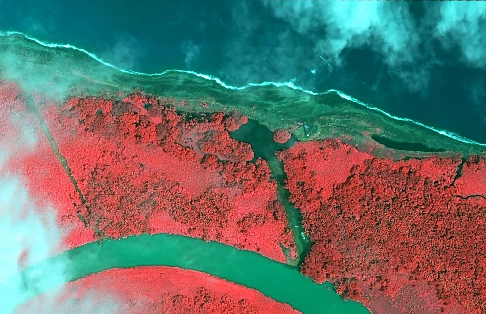 Isla Calero, Satellite pictures