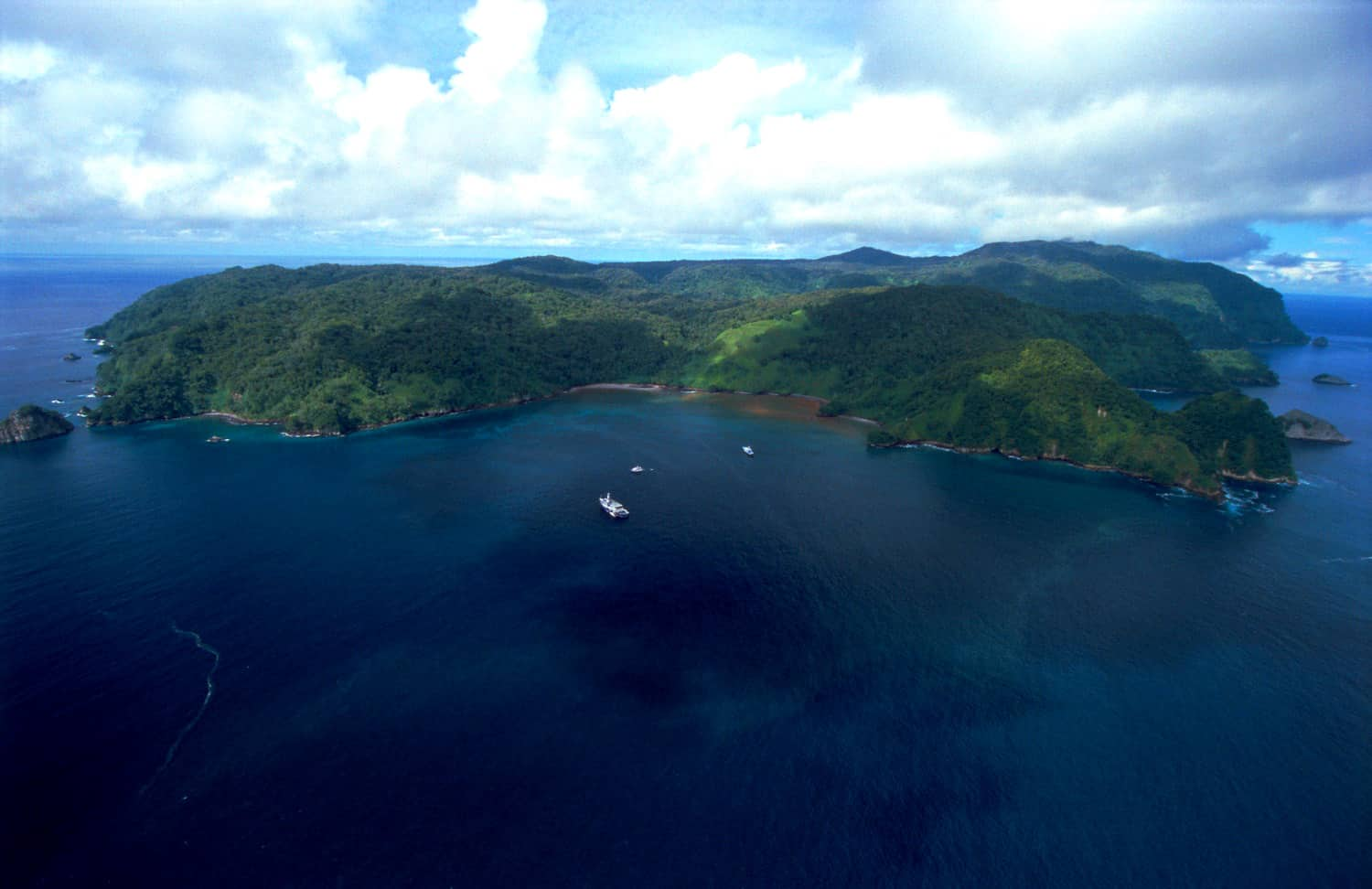Illegal fishing continues unabated in Costa Rica's treasured Isla del Coco National Park – The ...