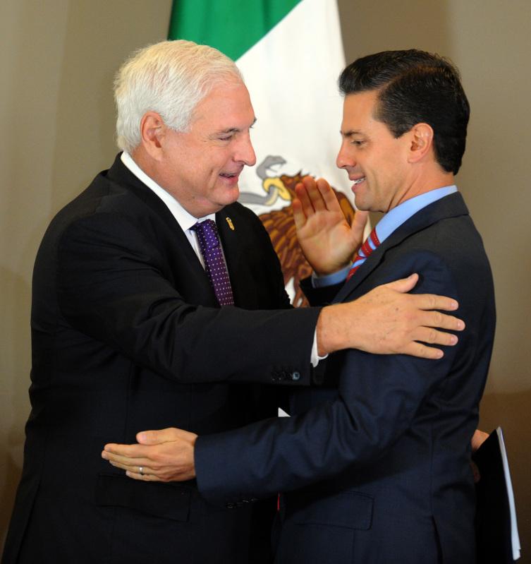 Mexican President Enrique Peña Nieto and then Panamanian counterpart Ricardo Martinelli.