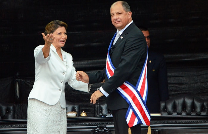 Ex President Laura Chinchilla and President Luis Guillermo Solís