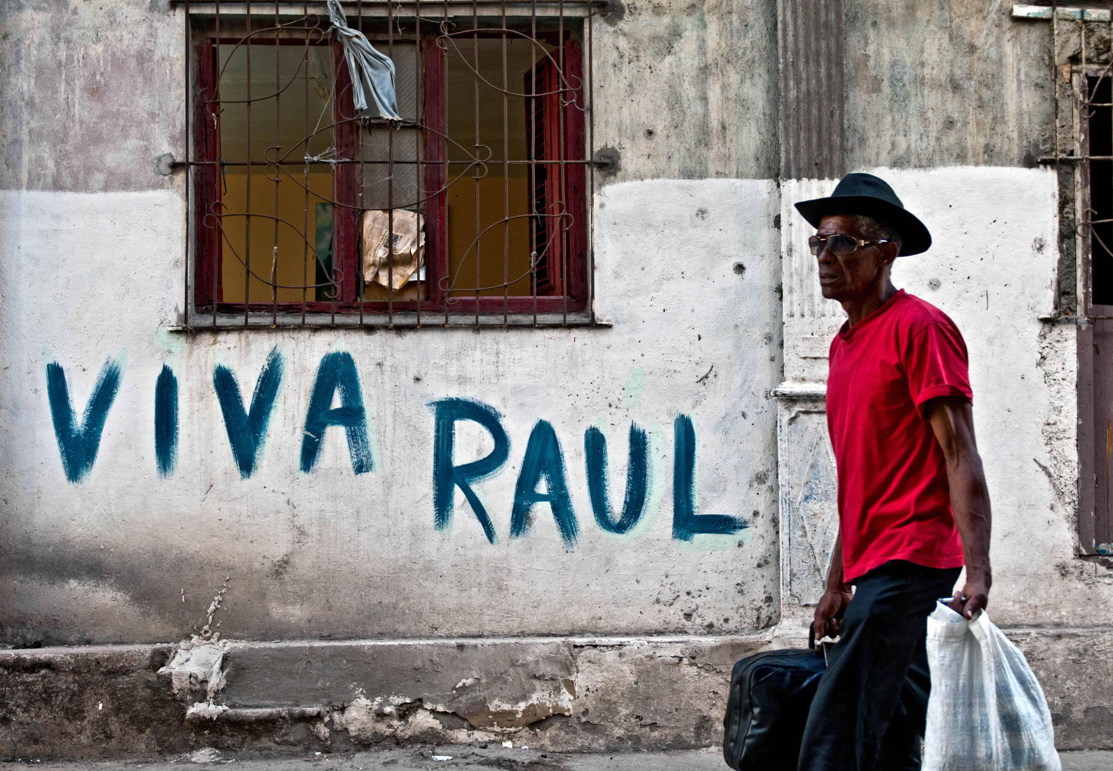 A Viva Raúl Castro sign