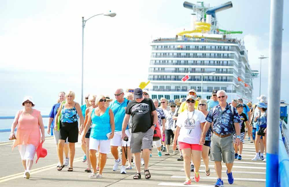 Cruise ship tourist in Puntarenas