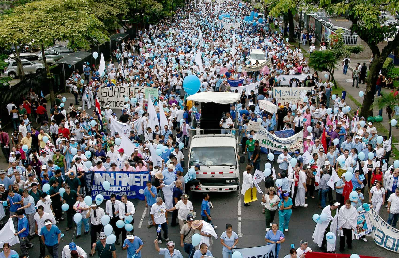 Caja employees strike