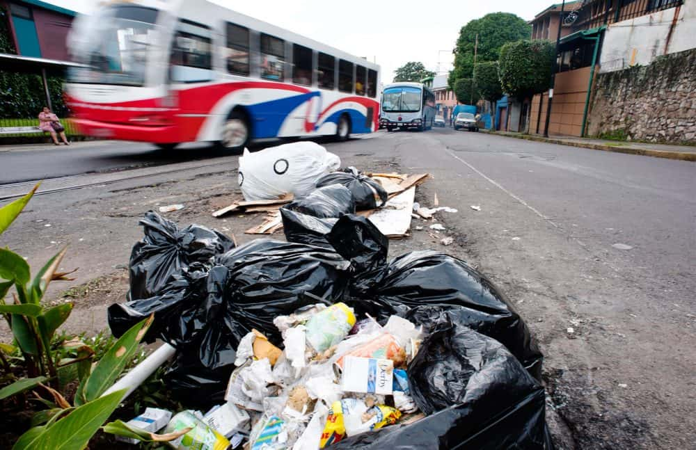 Trash in San José