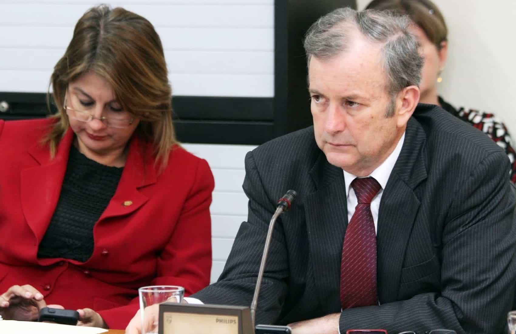 PAC lawmaker Ottón Solís