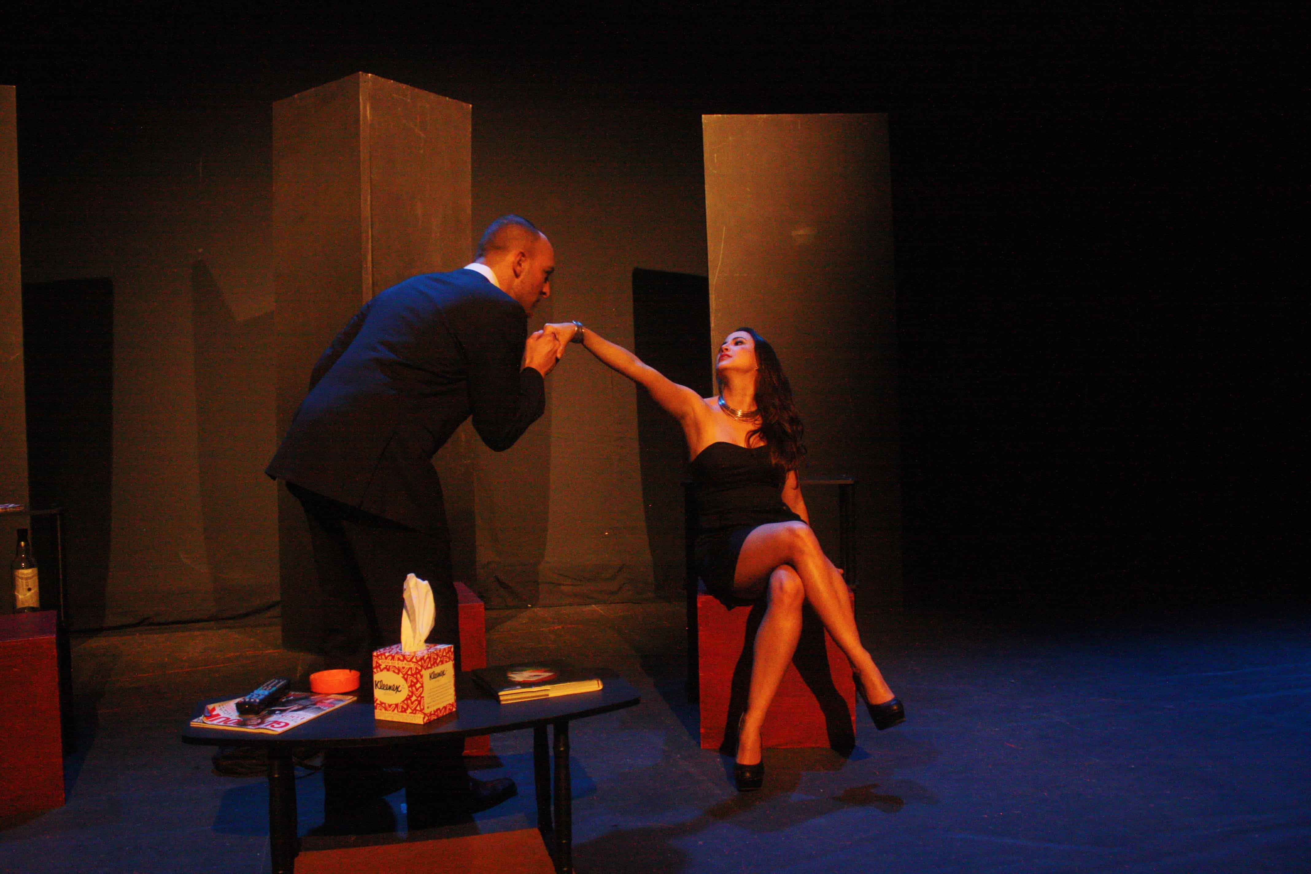 Little theatre group presents english language premiere of for Farcical in spanish