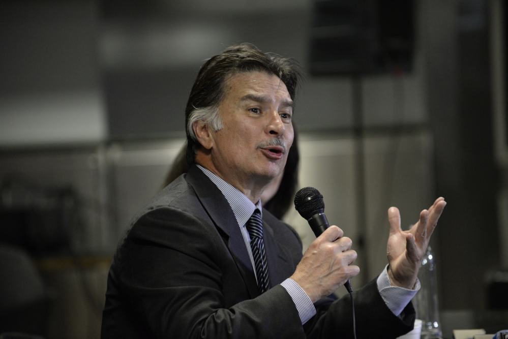 Guatemalan former President Alfonso Portillo speaks during a news conference at La Aurora international airport in Guatemala City on February 25, 2015.