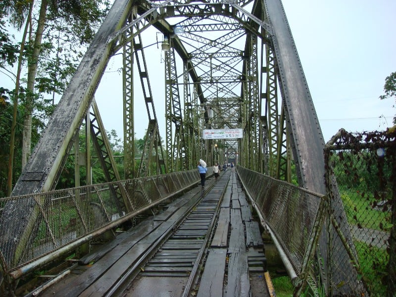 Pedestrians cross the railroad bridge over the Sixaola River, the natural border dividing Panama and Costa Rica, Aug. 18, 2007.