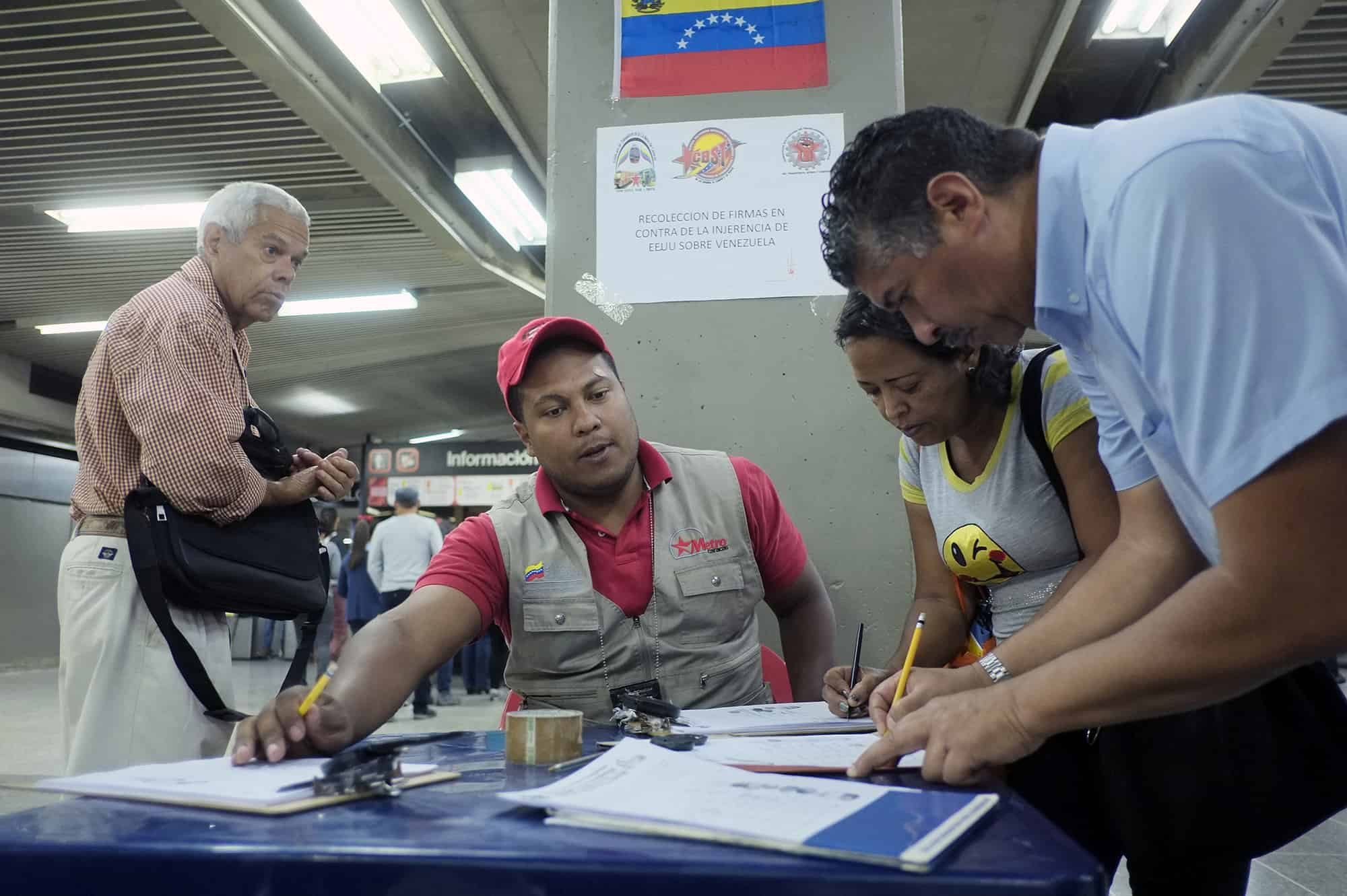 People sign documents in Caracas to show their support for the Venezuelan government after the U.S. imposed sanctions on Venezuelan officials, March 9, 2015.