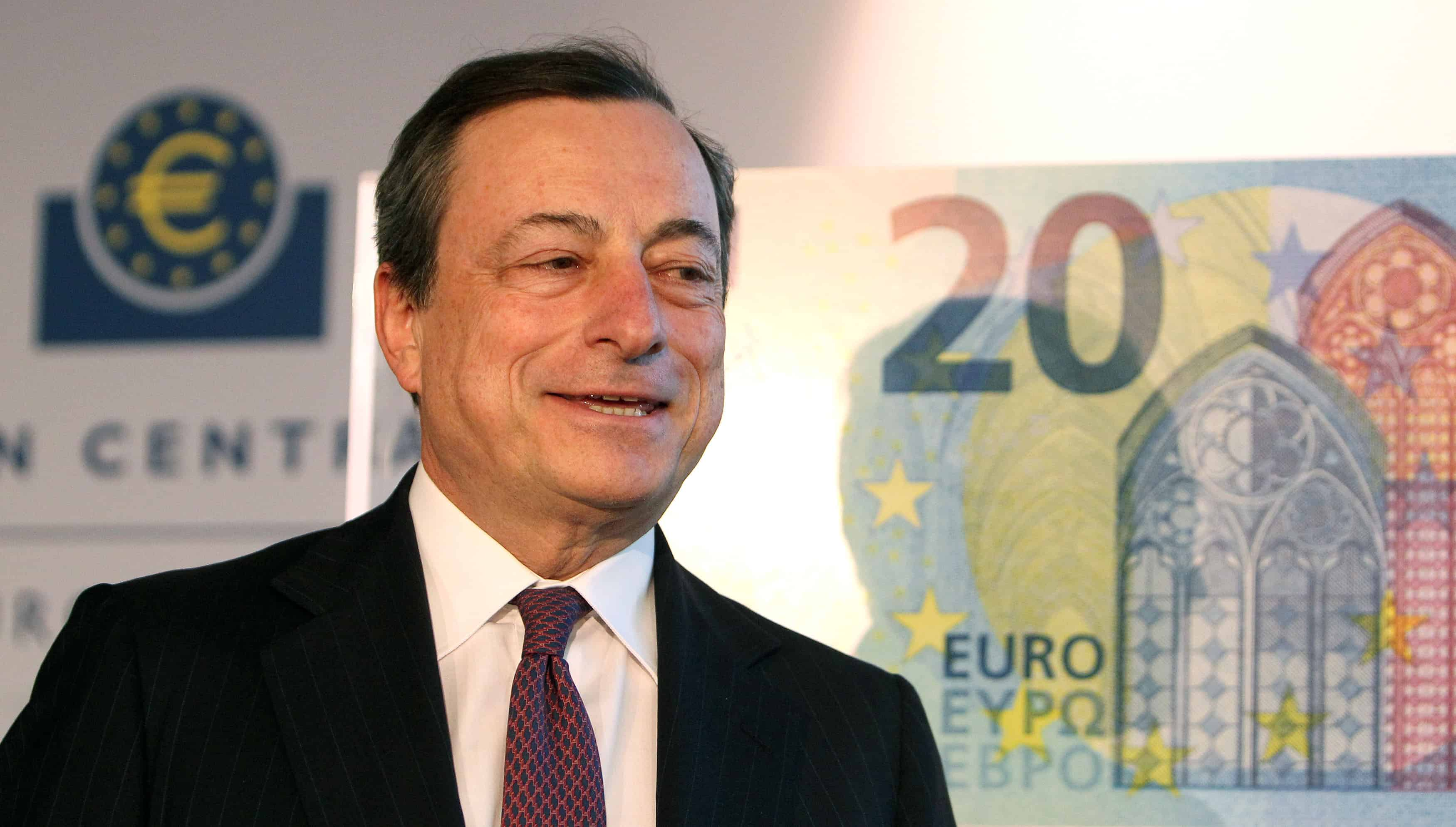 Mario Draghi, president of the European Central Bank, presents the new €20 note.