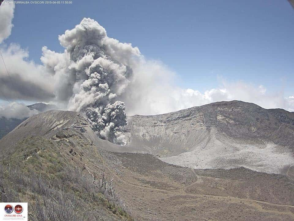 Turrialba Volcano begins another ash eruption.