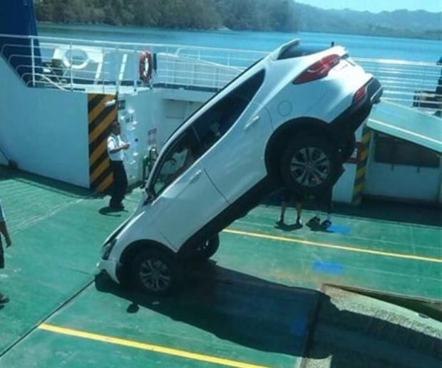 A white Hyundai Santa Fe that has seen better days after crashing into the deck of a ferry in Paquera, Puntarenas on April 2, 2015.