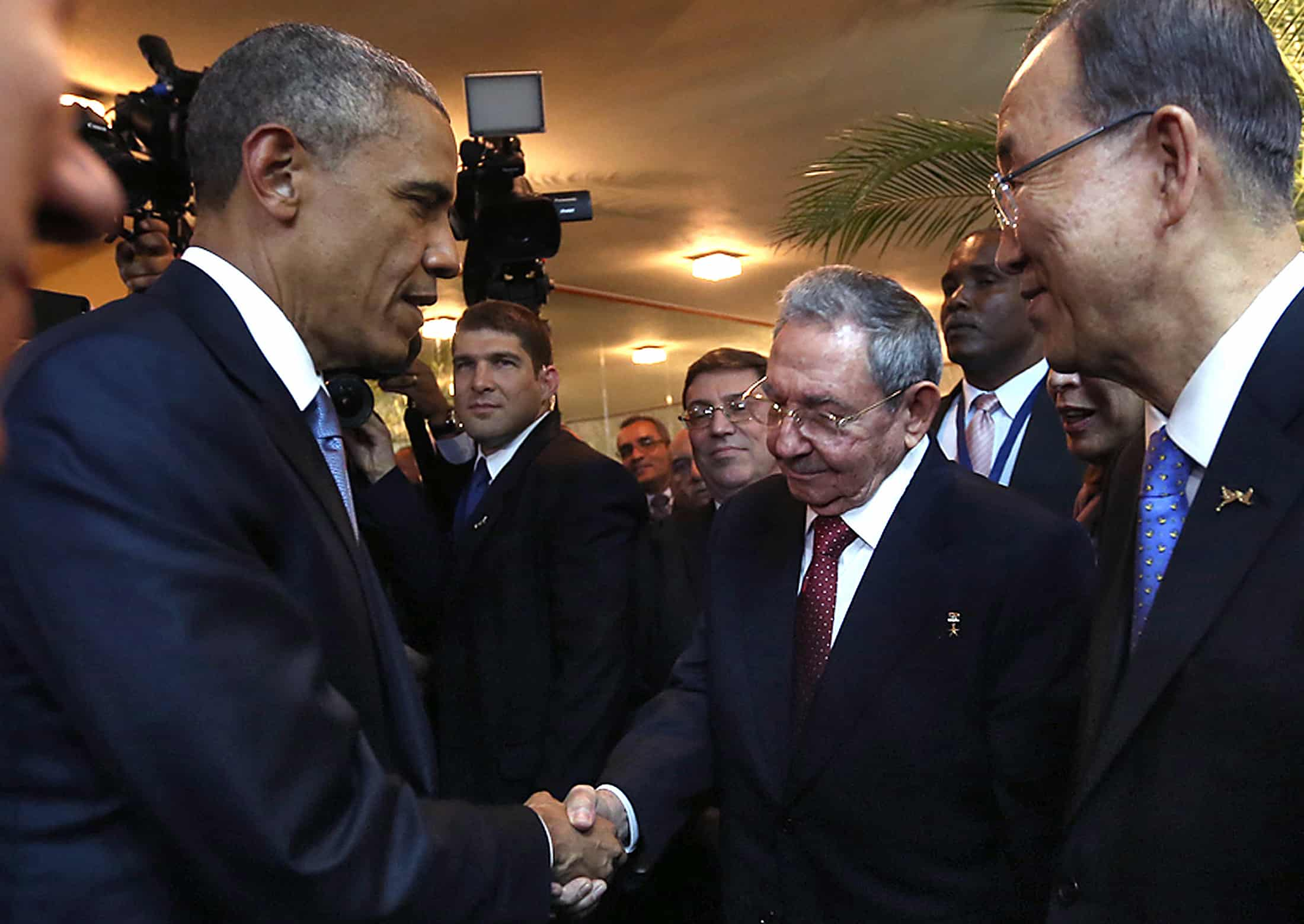 Cuban President Raúl Castro, second right, and U.S. President Barack Obama, left, shake hands.