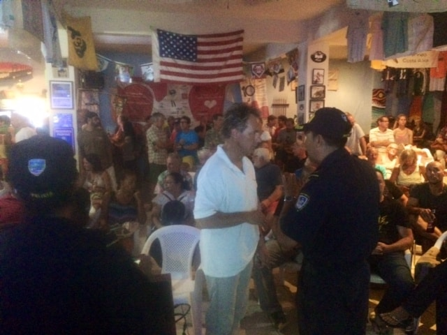 Santa Cruz Police Chief Elder Monge Castro (R) tells  ADI security committee leader Jogi Juergen Gerner that he won't participate in the April 10 community meeting about public safety in Tamarindo.