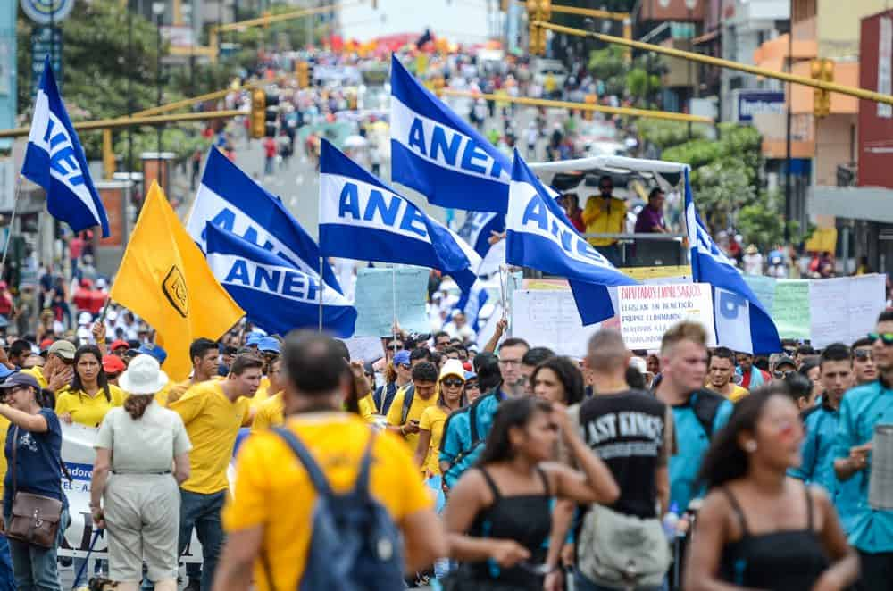 Thousands of workers join a May 1 protest march in San José.