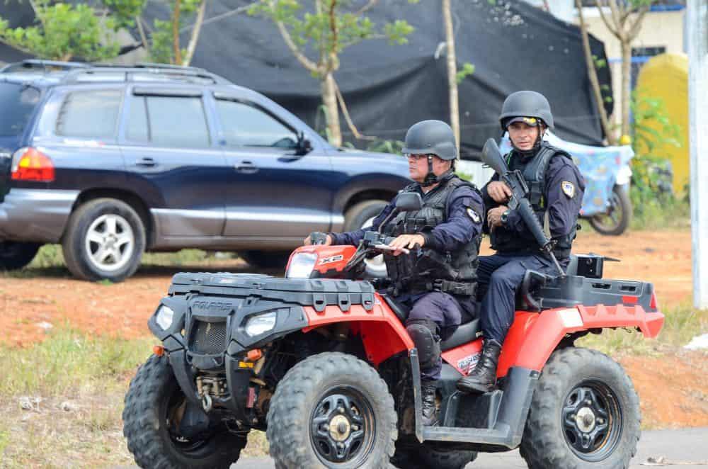 Costa Rican police patrol the Costa Rica-Nicaragua border at las Tablillas, April 29, 2015.