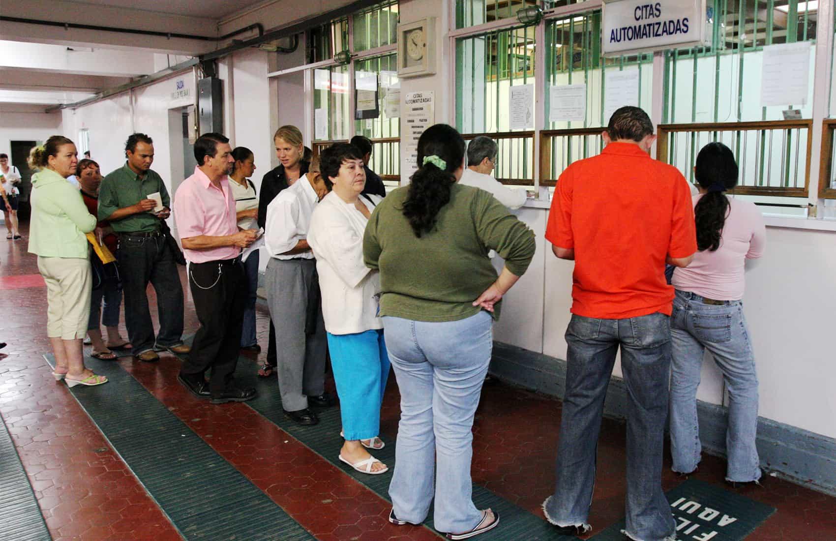 Lines at Caja's public hospitals