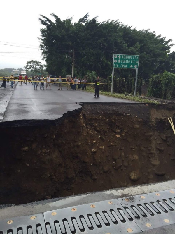 Heavy damages to roads like this one in Limón province came as a result of severe rains early Saturday morning.