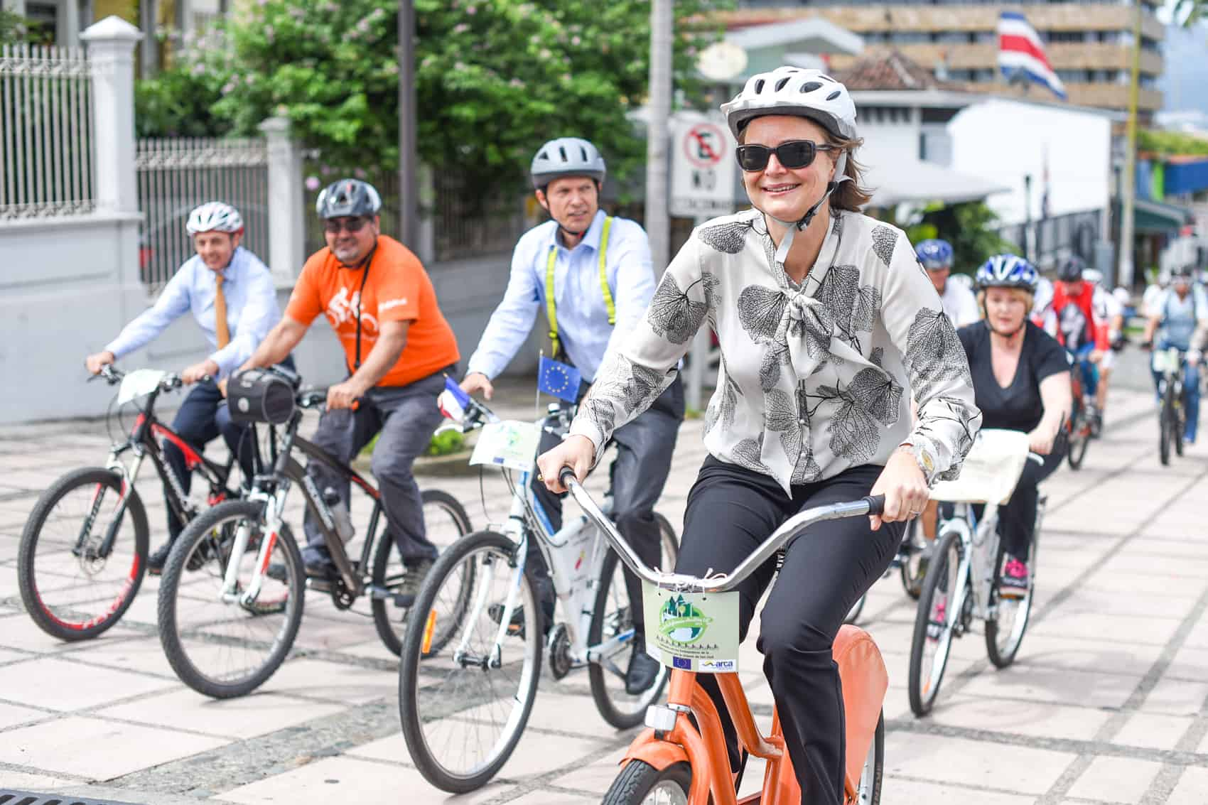 using a bicycle in the city as means of transport Whether due to health benefits, environmental factors, or financial reasons, more people are becoming bicycle commuters in fact, cycling has grown in popularity as a primary means of transportation throughout the past decade.