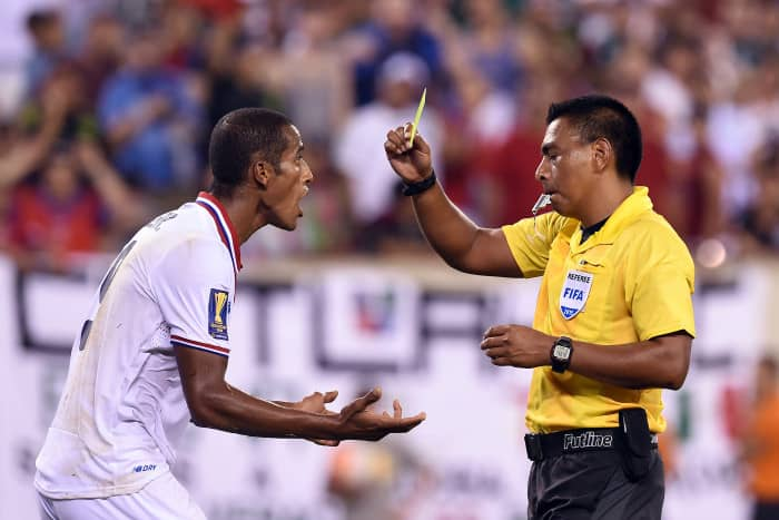 Referee Walter López admitted Friday to Guatemala's Spanish-speaking daily La Prensa Libre that he made the wrong call in Costa Rica's Gold Cup loss to Mexico.