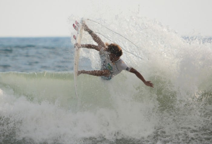 Carlos Muñoz failed to qualify for the fourth round of the Vans U.S. Open of Surfing competition in California, July 31, 2015.