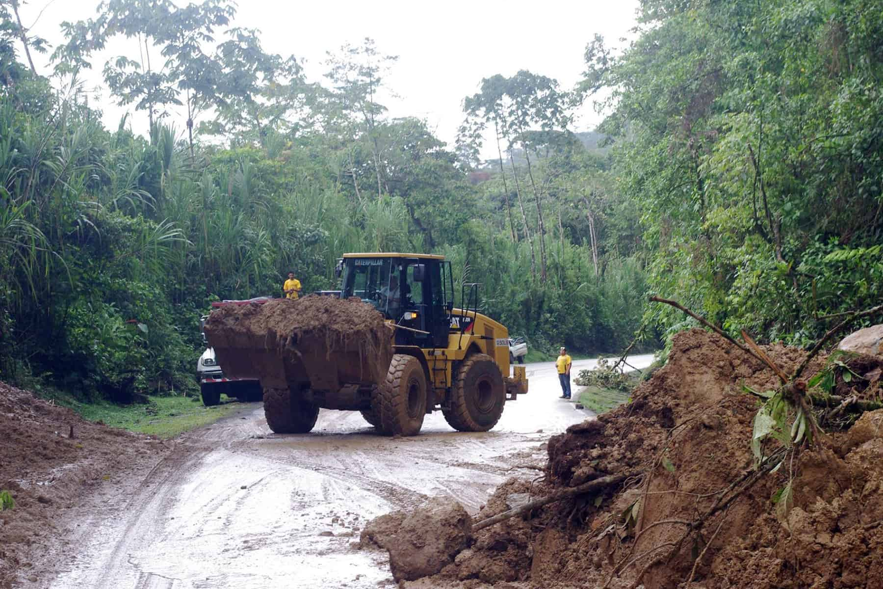 A tractor removing dirt from Route 32 between San José and Limón.