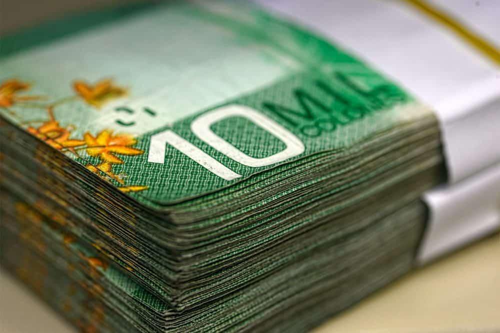 Colones bank notes