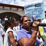 A large group of demonstrators from Liberia, the capital city of Guanacaste, were on the scene demanding better water supply.
