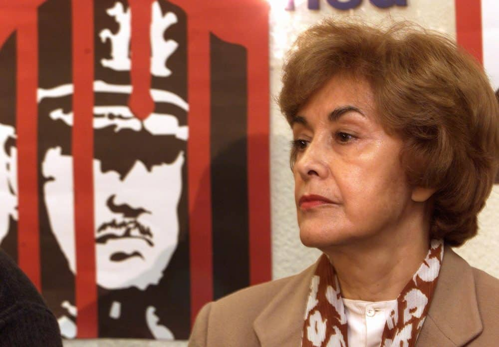 Carmelo Soria's wife, Laura de Soria, at a 1999 press conference in Madrid.
