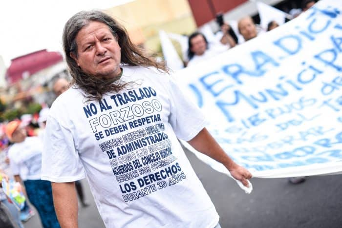 Artisans from the Calle 13 in San José, that are threatened to be moved from this street, attend the public employee protest in Avenida Segunda, San José, August 20, 2015.
