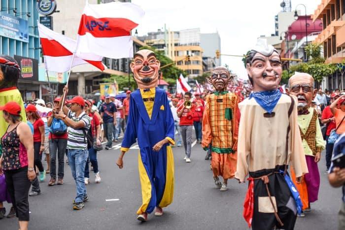 "Traditional ""Gigantas"" participate the public employee protest in Avenida Segunda, San José, August 20, 2015."