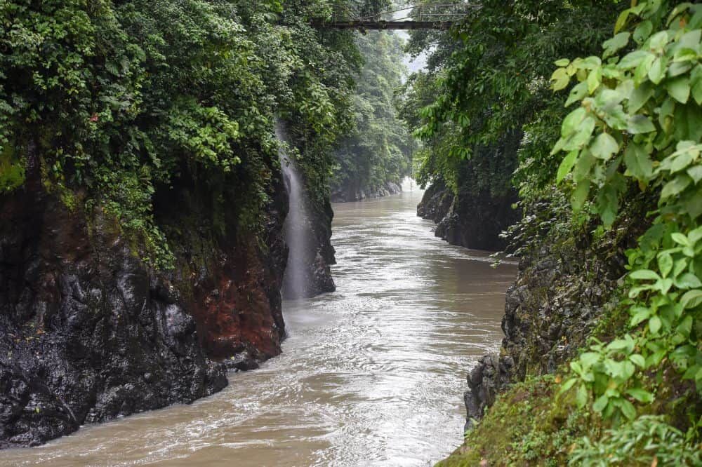 The most visually stunning stretch of the Pacuare, the gorge at Dos Montañas, was considered a perfect spot for a dam because it was so narrow — until an earthquake ruled that out.