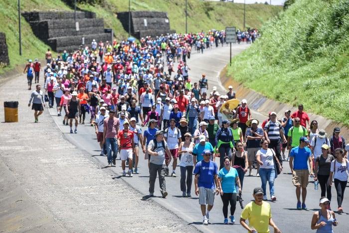Travelers head towards Cartago on Saturday, Aug. 1 to get to the Basílica de los Ángeles.