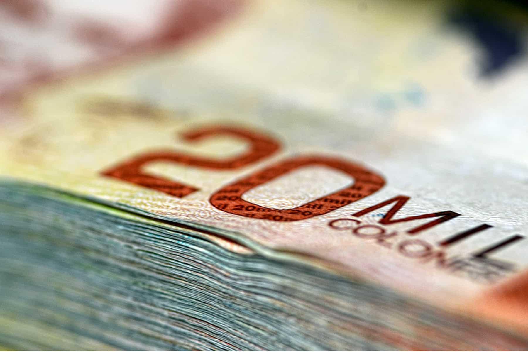 Stack of 20,000 colones bills