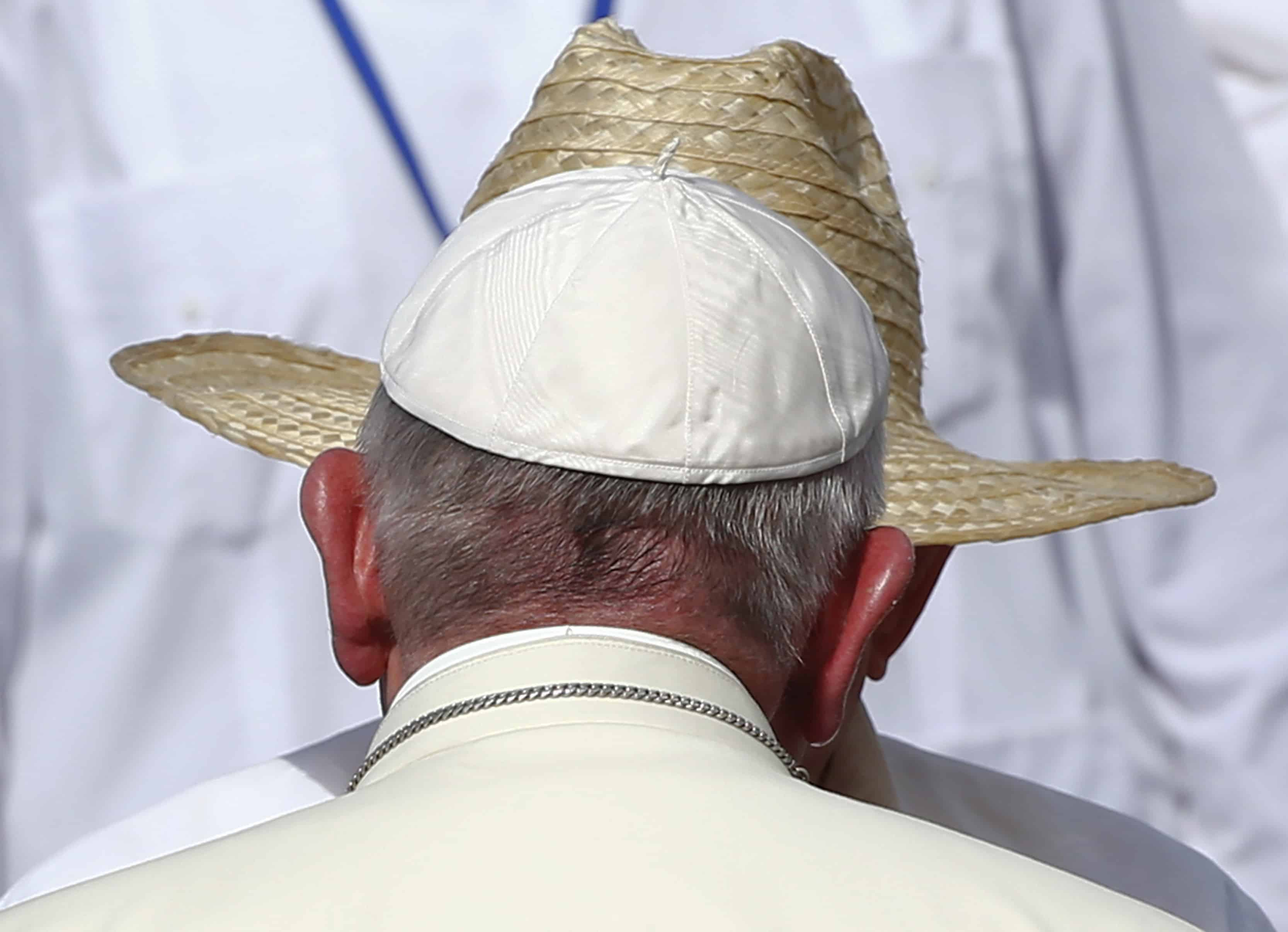Pope Francis and Raúl Castro.
