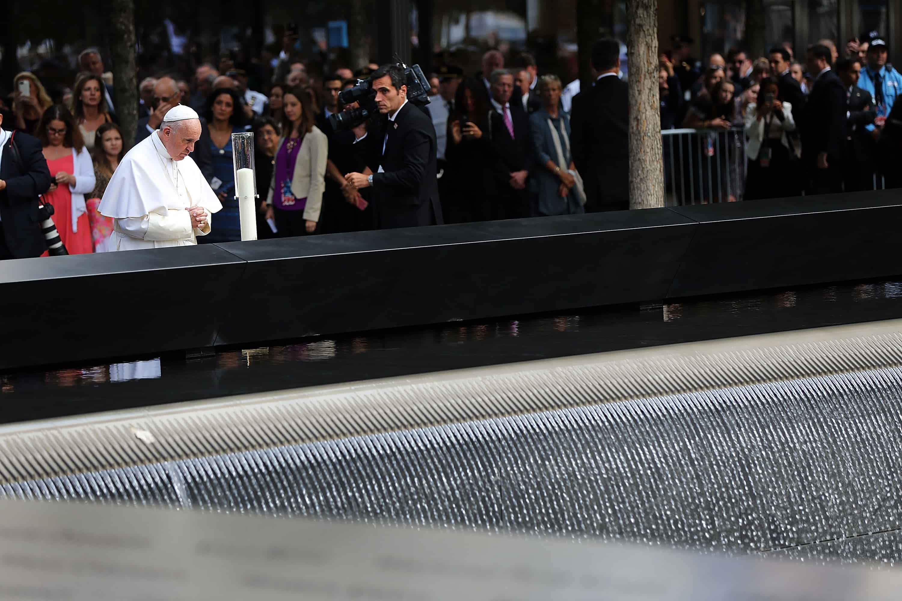 Pope Francis Prays At 9 11 Memorial After Un Speech The Tico Times Bouncless Switch With Ne555 Pauses During A Visit To Ground Zero