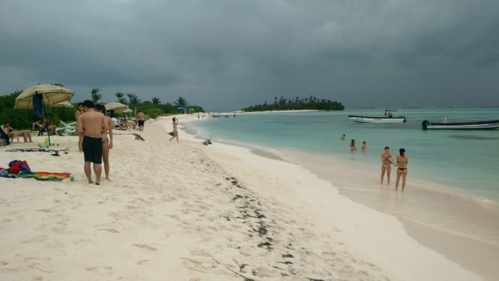 Bolívar Cay beach