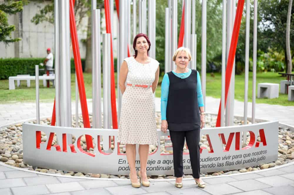 From left, volunteer Silvia Paz and Vilma Faingezicht, director of the Jewish Community Museum, pose in front of the Parque de la Vida monument, created by architect Alberto Reifer.
