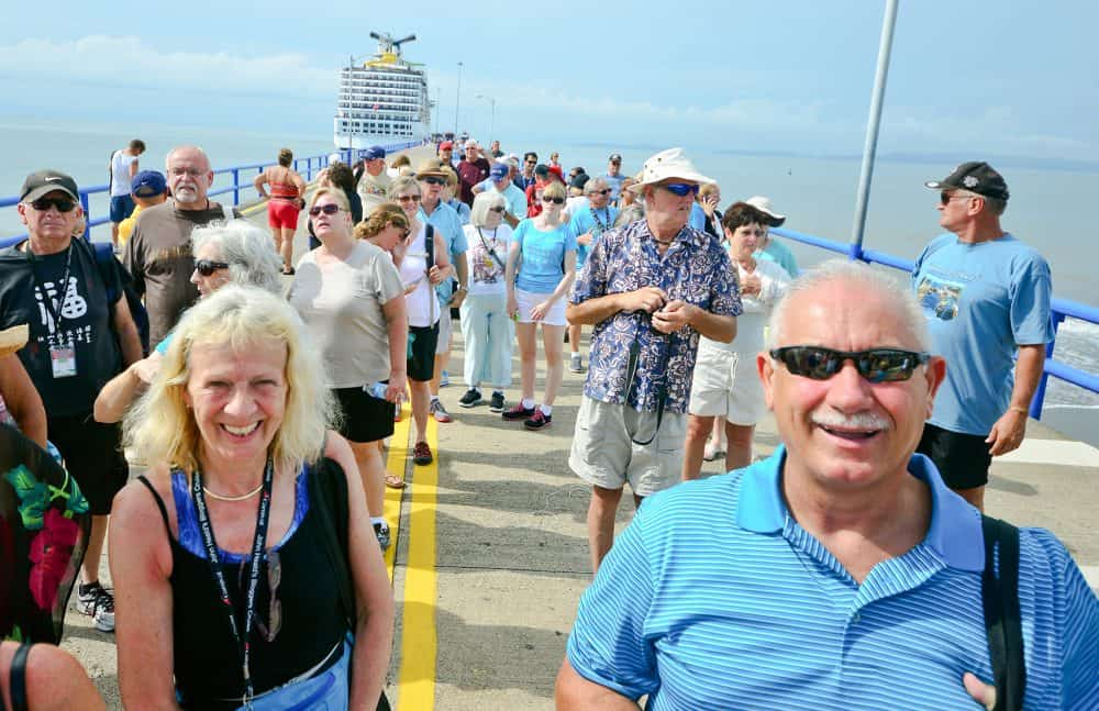 Cruise ship tourists in Puntarenas