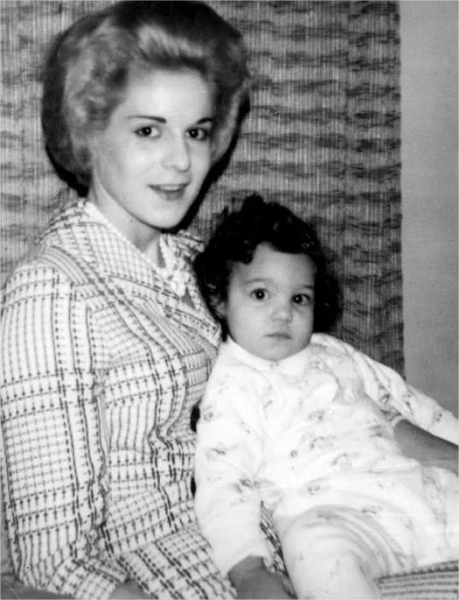 Marita Lorenz with daughter Monica.
