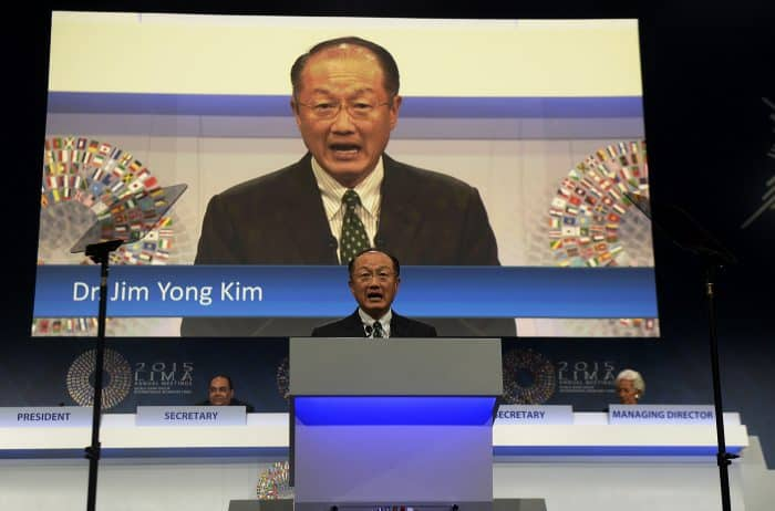 An independent panel urged the World Bank to stop compiling an aggregate country ranking and to stick to assessing policy moves in specific fields. World Bank President Jim Yong Kim