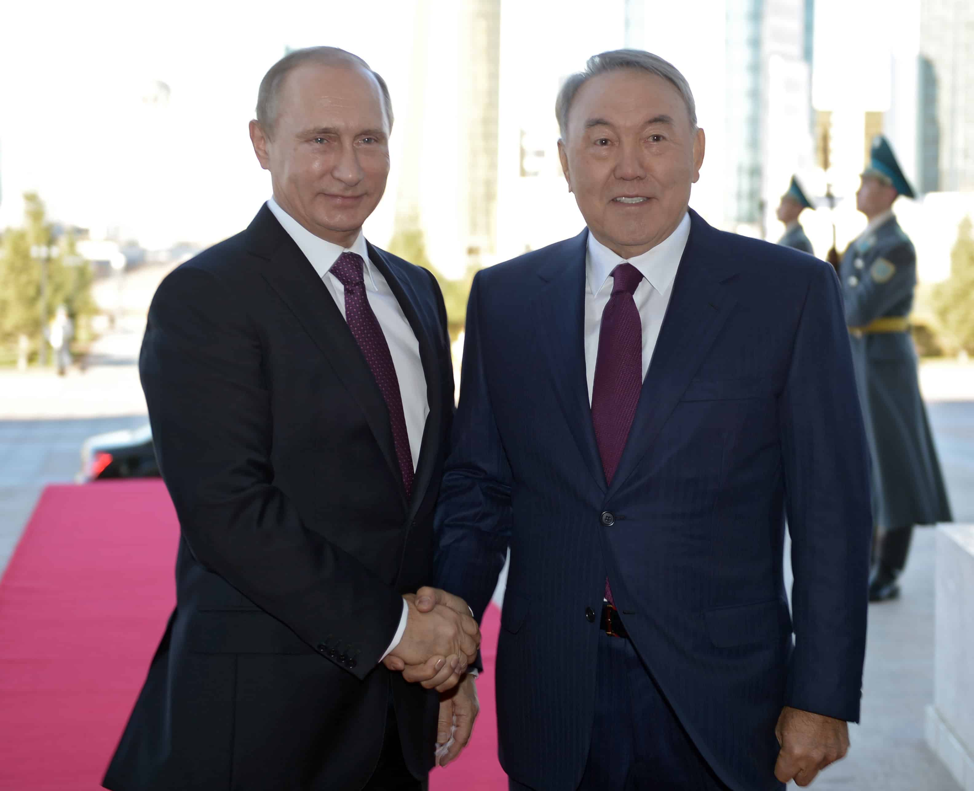 Kazakhstan President Nursultan Nazarbayev and Russian President Vladimir Putin
