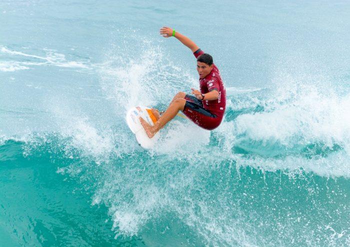 Joseph Méndez surfing
