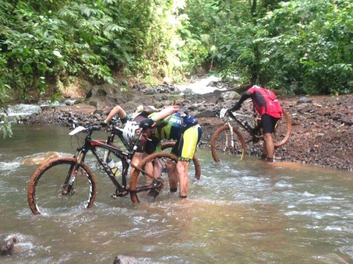 Ruta de los Conquistadores river crossing