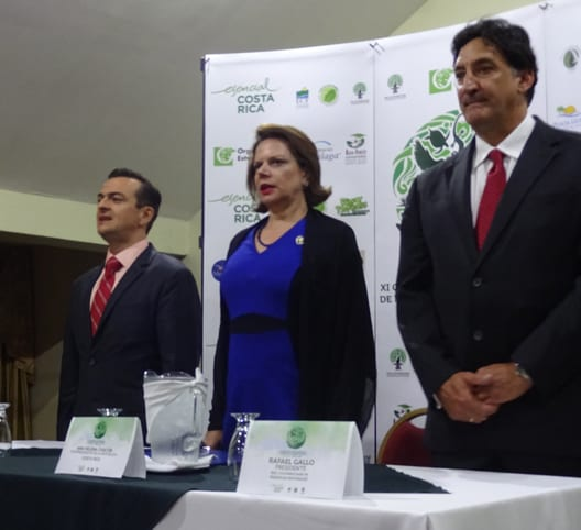 Gustavo Segura, vice president of the Costa Rican Tourism Institute, Costa Rican Vice President Ana Helena Chacón and Rafael Gallo, president of the Costa Rican Network of Private Reserves.