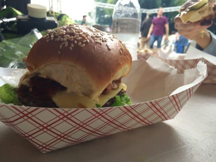Shaka's delicious La Surfa hamburger. Elizabeth Lang/ The Tico Times