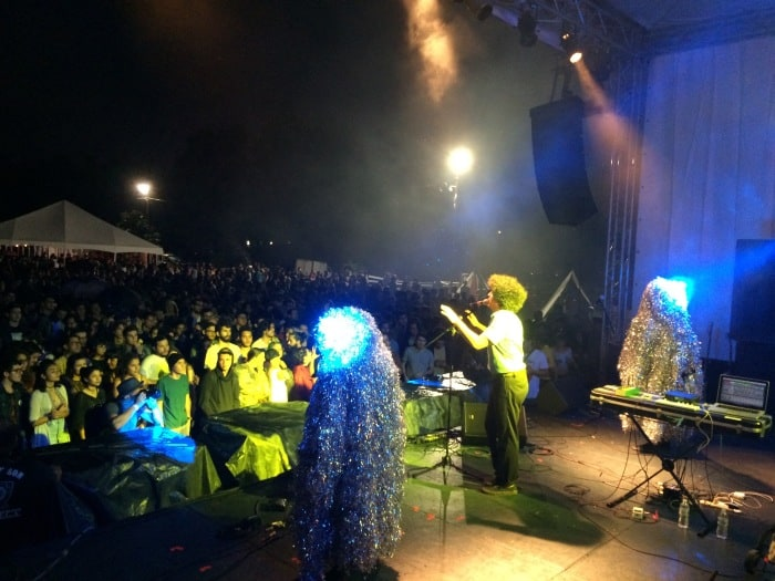 Helado Negro and his magical creatures performing. Melissa Sánchez/ The Tico Times