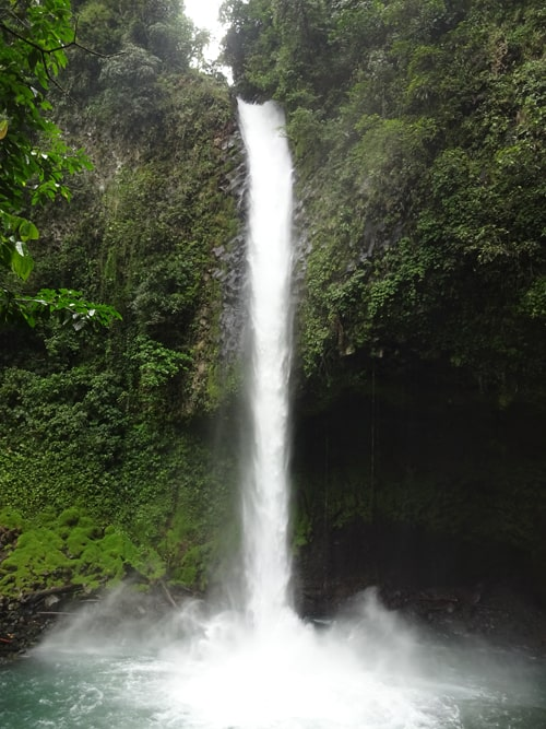 Catarata La Fortuna, 70m (230 feet) of roaring white water.